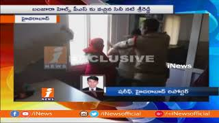 Women Junior Artists Thrashes Coordinator Srikanth Reddy at Banjara Hills Police Station | iNews - INEWS