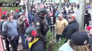 Clashes break out between Antifa and far-right Patriot Prayer in Portland - RUSSIATODAY
