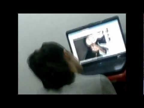 Julian Serrano molestando a su hermana