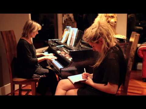 Ke$ha: My Crazy Beautiful Life (Trailer)