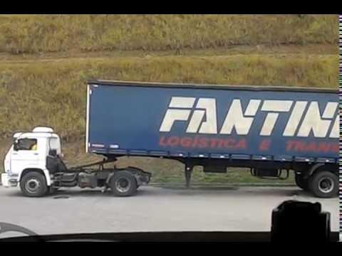 Cavalinho que manobra as carretas no patio da DHL