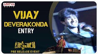 Vijay Devarakonda Entry @ Taxiwaala Pre-Release EVENT Live || Vijay Deverakonda, Priyanka Jawalkar - ADITYAMUSIC