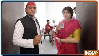 Lok Sabha Elections 2019: Akhilesh Yadav With wife Dimple Casts Vote In Saifai - INDIATV