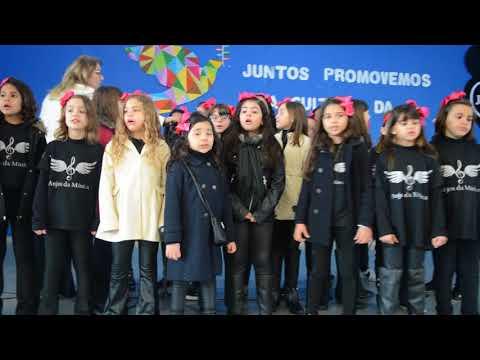 Apresentação do Coral Anjos da Música para os educandos do Colégio Passionista São José