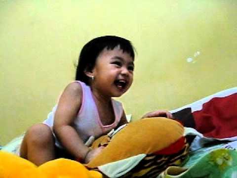 baby laugh out loud (bayi ngakak-ngakak)