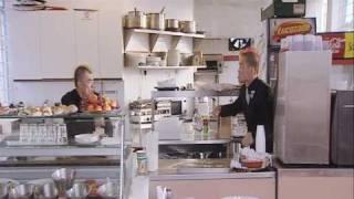 Hai nuoc ngoai - Gamarjobat tán gái trong quán ăn