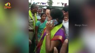 Telangana MLA Rowdyism On Public Who Came To Question Her At Haritha Haram Program | Mango News - MANGONEWS