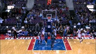 Josh Smith's Big Left Hand Dunk
