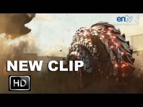 Battleship 'Shredders' Clip: Taylor Kitsch, Rihanna and Liam Neeson Battle Aliens