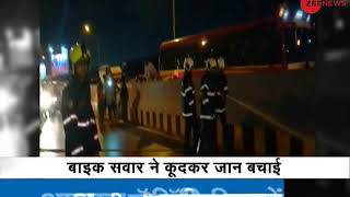 Mumbai: Bike catches fire, narrow escape for rider as he jumped off to save life - ZEENEWS