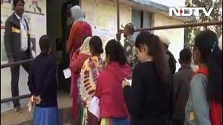 छत्तीसगढ़ में नक्सली आतंक के साये में पहले चरण का मतदान जारी - NDTVINDIA