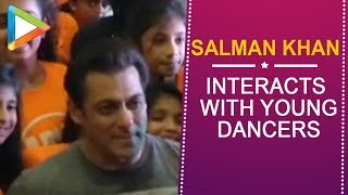 Awwww: Salman Khan's awesome time with kiddo dancers in Atlanta - HUNGAMA