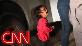 Photographer explains photo of crying toddler at border - CNN