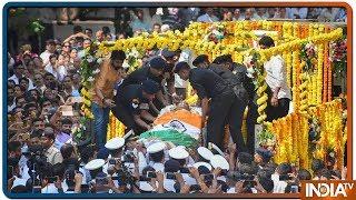 Manohar Parrikar निकले अंतिम सफर पर, नम आंखों से विदाई देने सड़कों पर उमड़ा हुजूम ! - INDIATV