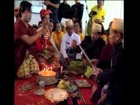Tradisi BISSU (Pendeta Bugis Sulawesi Selatan) Scene 2.mp4