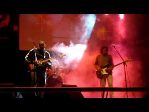 SIKARIOS- Bajan (Spinetta cover) LA FALDA- COSQUIN 2011