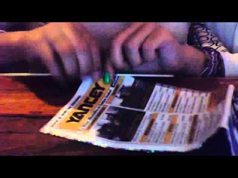 Como hacer un anillo con papel periódico o  papel de diario