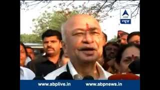 Sushil Kumar Shinde casts vote with family, in Sholapur - ABPNEWSTV