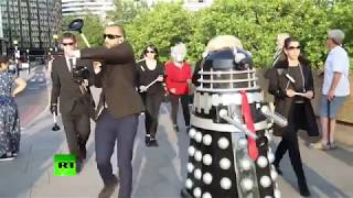 'We'll destroy the world': Dalek Trump hits London during mass protest - RUSSIATODAY
