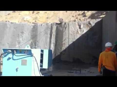 Corte de Rocha com Maquina de Fio Diamantado
