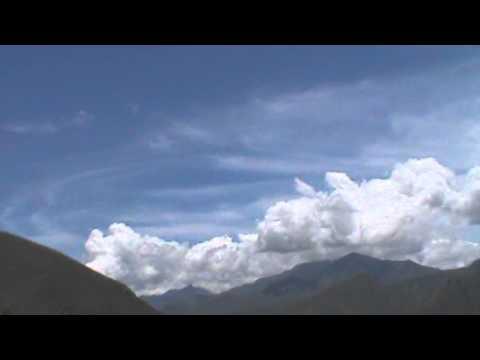 OVNI GRABADO CUANDO ASCENDIA AL CIELO - 23 MARZO 2013- EN HUANUCO -PERU
