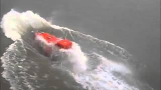 """بالفيديو.. تدشين قارب نجاة كاد يواجه مصير """"تايتنك"""""""