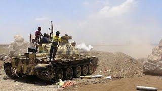 القاعدة يسيطر على مطار المكلا في حضرموت
