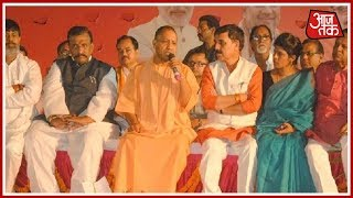 Yogi Adityanath Goes 'Nayak' Style; Gives Strict Instructions To Govt Officers At Chaupal Event - AAJTAKTV