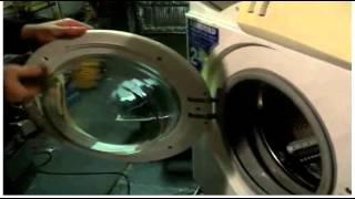 Из-под люка стиральной машины течёт вода