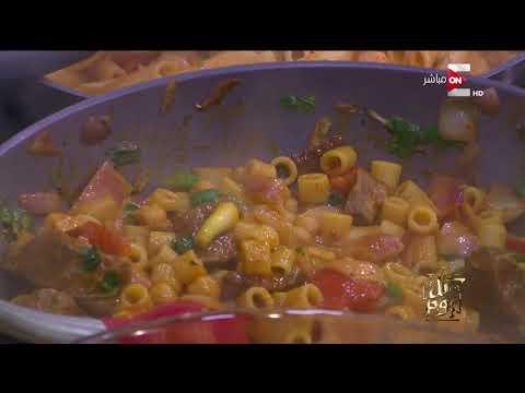 كل يوم - عمرو أديب يطبخ لأول مرة على الهواء مباشرة .. فطيرة مشكل لحوم - عربي تيوب