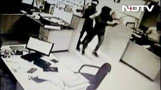 बैंक कर्मचारी की दिलेरी से टली बड़ी लूट, 3 हथियार बंद बदमाश उल्टे पैर भागे - NDTVINDIA
