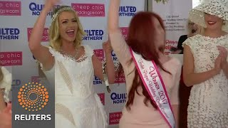 Here comes the bride... all dressed in toilet paper - REUTERSVIDEO