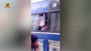 Visual Of TSRTC Driver Pushing Passenger Out Of the Bus | Mango News - MANGONEWS