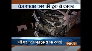 Speeding car collides with truck near ITO in Delhi, 7 injured - INDIATV