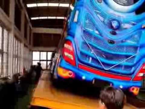 ทดสอบลาดเอียงรถบัส 30 องศา