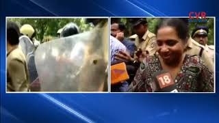 Sabarimala protests: Woman journalist stopped on way to Sannidhanam, returns | CVR News - CVRNEWSOFFICIAL