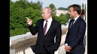 RAW: Putin meets Macron in St. Petersburg - RUSSIATODAY