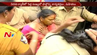 Women protest Against Liquor Shops in Vijayawada || Destroyed Wine Shops || NTV - NTVTELUGUHD