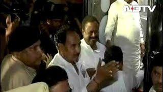 कर्नाटक में अब कांग्रेस के विधायक रिसॉर्ट में 'बंद' - NDTVINDIA