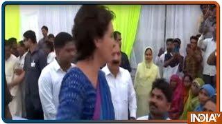 Lok Sabha Election 2019: Priyanka Gandhi hits out at Smriti Irani in Amethi - INDIATV