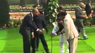 25 jan, 2015 - U.S. President Obama pays floral tribute at Gandhi memorial in Delhi - ANIINDIAFILE