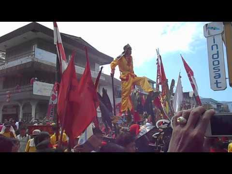 Aksi Tatung Dalam Perayaan Cap Go Meh 2015 Singkawang