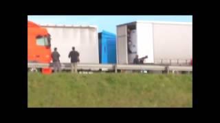 وحشية رجال الشرطة الفرنسيين ضد المهاجرين توثق بالفيديو
