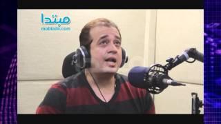فيديو وصور.. طارق عبد الحليم يغنى «المشنقة» حصريا فى «دقى يامزيكا»