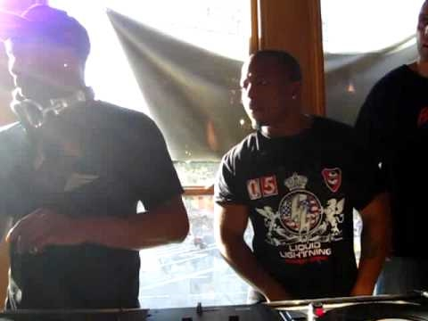 "just blaze ""Just Blaze On The 1′s & 2′s At Fat Beats, NYC [Part 2]"" Video"