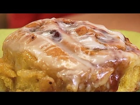 Vegan Cinnamon Rolls with Cranberry Filling