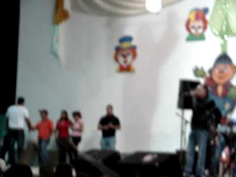 giovanni garcia animando el grito de carnaval de caicara