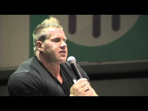 Mr. Olympia Jay Cutler at the LA Fit Expo 2011 - Bodybuilding Advice from Jay Cutler