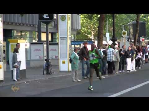 Berlin Marathon 2011 Watch the Arm Movement