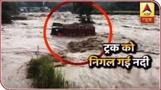 Monsoon RETURNS and causes chaos in Northern-India, 11 dead - ABPNEWSTV
